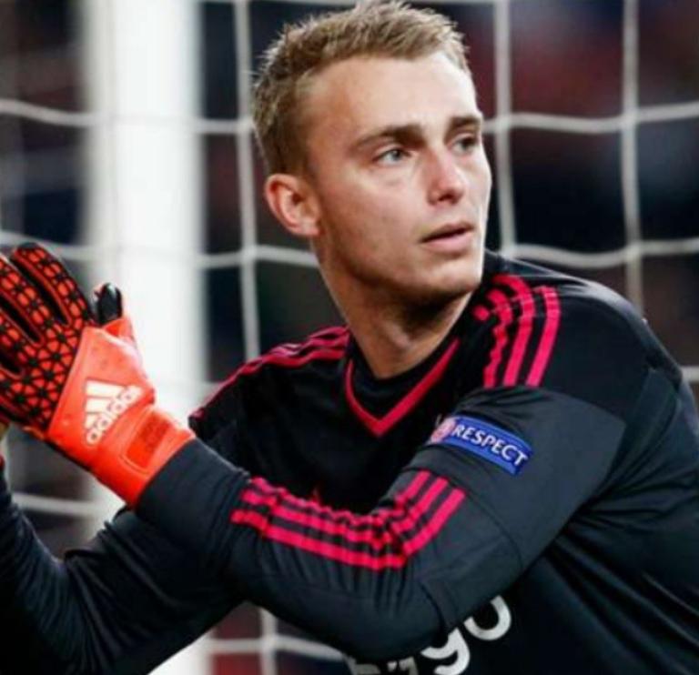 Barcelona Sign Goalkeeper Cillessen From Ajax